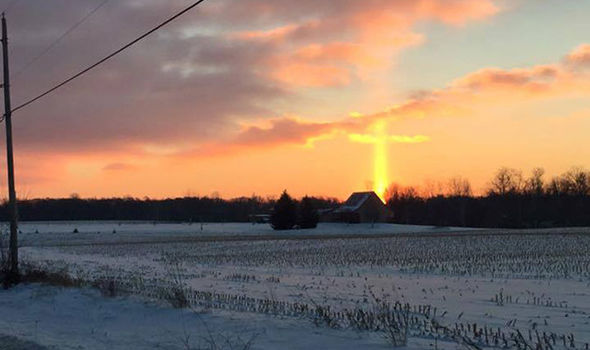 'Perfect Cross' Caught on Camera Forming in the Sky