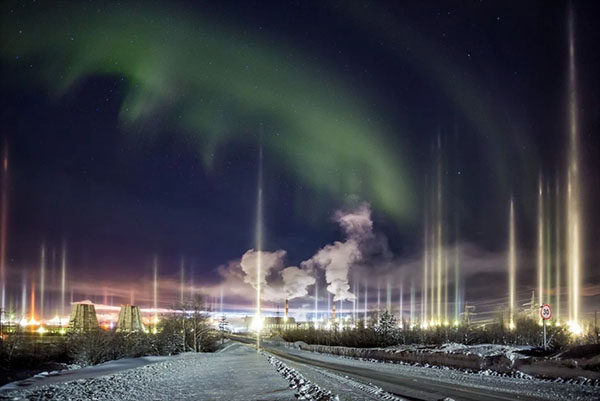 Rare Vertical 'Light Pillar' Auroras Loom in the Sky over Russia
