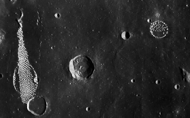 Do Archive Moon Photos Show 'Fungus' on the Lunar Surface?