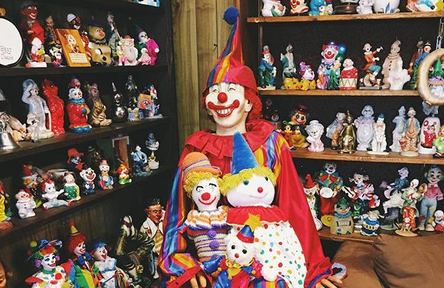 'Haunted' Clown Motel Built on Burial Ground Creeps Out Guests