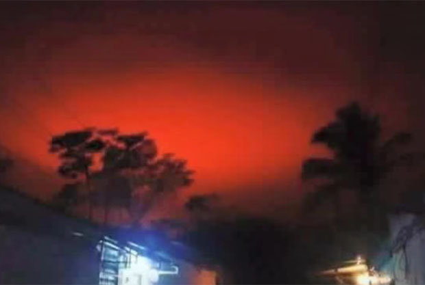 'Huge Fireball' Turns El Salvador Sky Blood Red