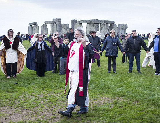 Druids and Pagans Descend on Stonehenge to Celebrate Equinox