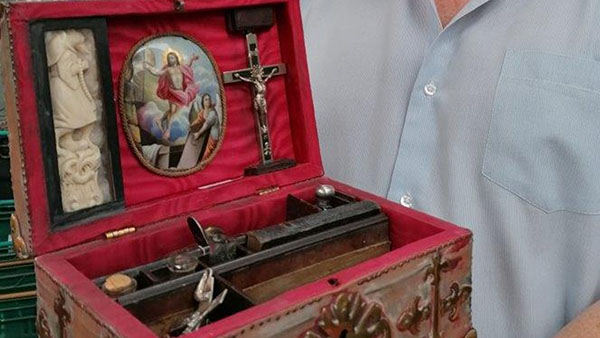 Mysterious 'Vampire-slaying Kit' up for Auction