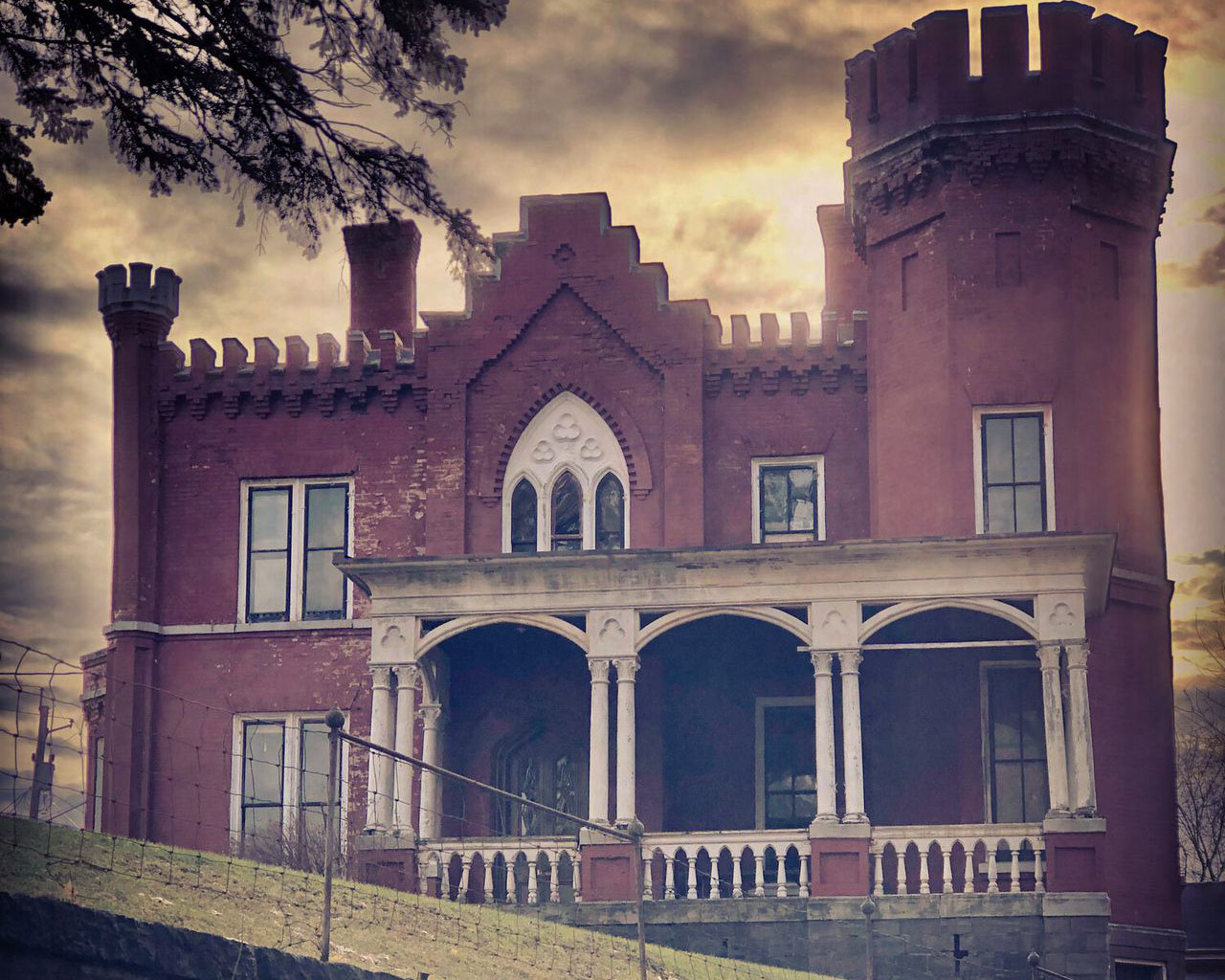 Auction for 'Haunted' Mansion Ends on Halloween