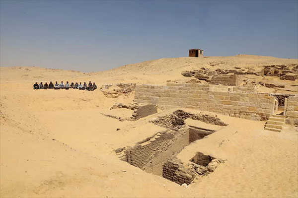 Ancient Sarcophagi Discovered Near Giza Pyramids