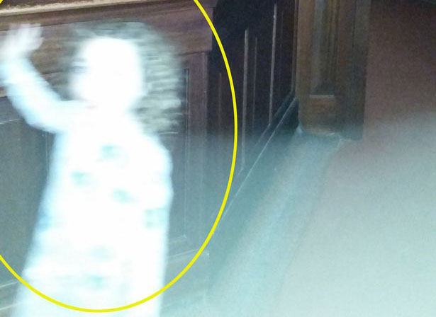 'Ghost Girl' Captured on Camera at Glasgow Museum
