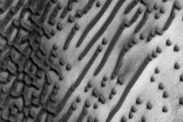 Message from Mars? 'Morse Code' Dunes Found on Red Planet