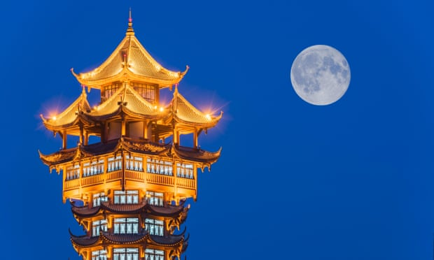 Chinese City 'Plans to Launch Artificial Moon'